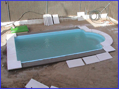 Loser piscinas piscinas de poliester accesorios e for Coronacion de piscinas precios